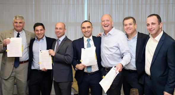 נציגי השותפות ב לווייתן בחתימה על המימון