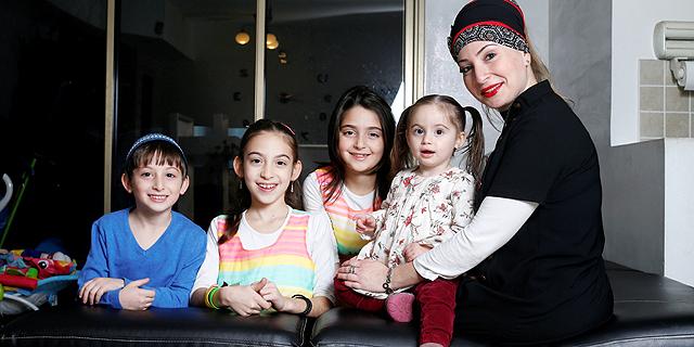 לירון ראובן עם ילדיה ליאל, אוראל, דניאל ושיראל, צילום: עמית שעל