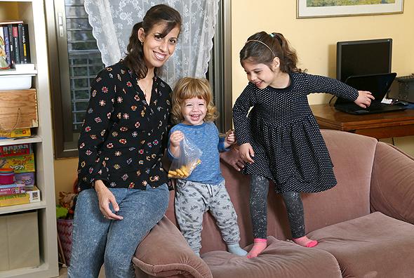 רחלי בינדמן עם ילדיה ליאור ויהונתן, צילום: צביקה טישלר
