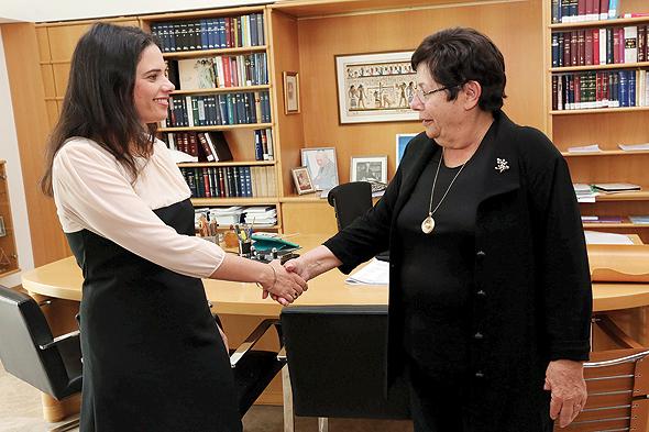 """נשיאת בית המשפט העליון מרים נאור (מימין)ושרת המשפטים איילת שקד. """"לא הייתי רוצה להיות במדינה שבה שופטים נבחרים בבחירות"""""""