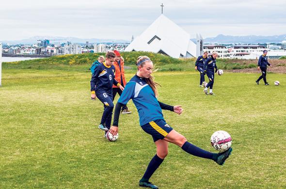 קבוצת כדורגל נוער ברייקיאוויק. 42% מהנוער האיסלנדי מתאמנים בספורט 4 פעמים בשבוע