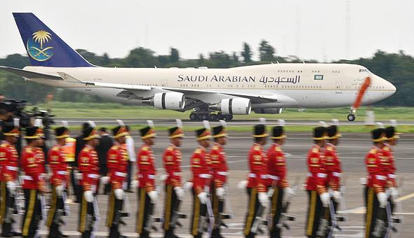 המטוס עם פס הזהב, צילום: איי אף פי