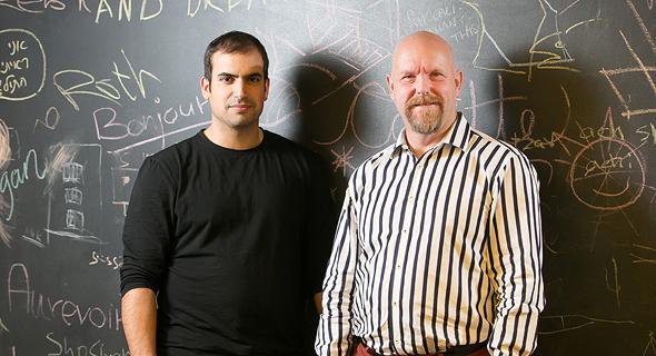 """מימין: המאמן הטכני של פייסבוק קנט בק ומנהל מרכז הפיתוח בישראל ג'ואי שמחון. """"לדעת ללמד את עצמך"""""""