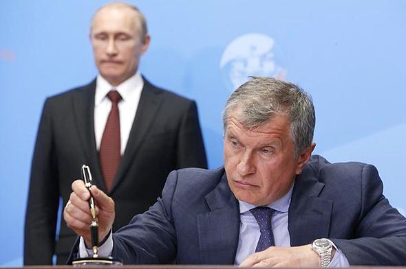 """מנכ""""ל רוסנפט איגור סצ'ין נשיא רוסיה ולדימיר פוטין , צילום: רויטרס"""