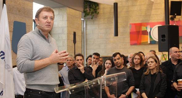 זיו אבירם ממייסדי החברה ב כנס מכירת מובילאיי עובדי החברה, צילום: רענן כהן