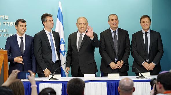 Left to right: Mobileye Co-founder Amnon Shashua, Israeli minister of economy Eli Cohen, Israeli Prime Minister Benjamin Netanyahu, Intel CEO Brian Krzanich, Mobileye Co-founder Ziv Aviram