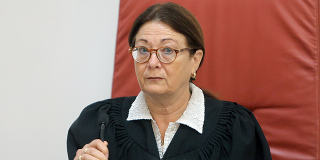 הנשיאה אסתר חיות, צילום: אלכס קולומויסקי