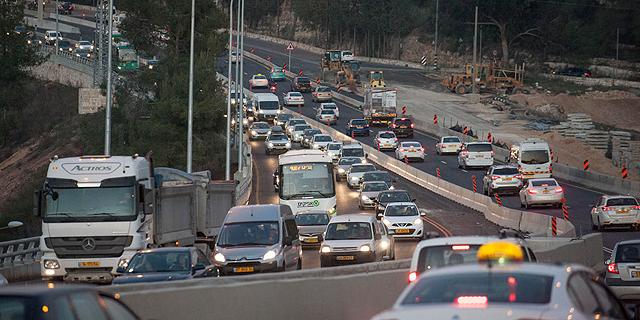 המדינה מתמרצת את עובדיה להעדיף רכב פרטי על ציבורי