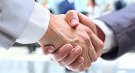 עסקים ב קבלה לחיצת ידיים, צילום: שאטרסטוק