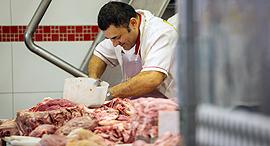 בית מטבחיים ב ברזיל בשר מקולקל, צילום: בלומברג
