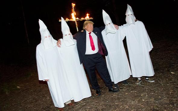 טראמפ עם חברי הקו קלוקס קלאן