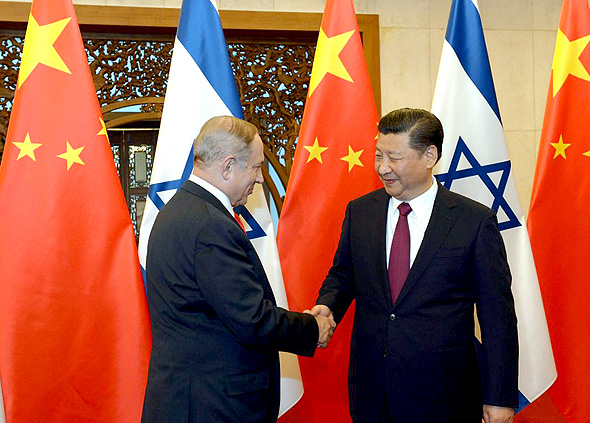 Netanyahu with Chinese President Xi Jinping. Photo: Chaim Tzach
