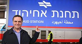 השר ישראל כץ בתחנת אחיהוד, צילום: משרד התחבורה