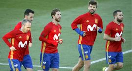 נבחרת ספרד מתאמנת כדורגל ספרדי, צילום: אי  פי איי