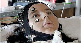 מוסף שבועי 23.3.17 קתרין חולה ב ALS, צילום: Wyss Center