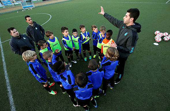 ילדים באימון. כמה ילדים יש לכל מאמן לאמן?, צילום: רויטרס