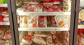 מקרר בשר קפוא, צילום: דנה קופל