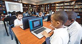 ילדים מתרגלים מתמטיקה במחשב, צילום: בלומברג