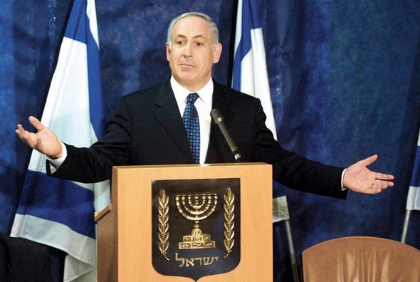 """נתניהו מציג את משל השמן והרזה, מרץ 2003. """"ישראל היתה אדם שמן מאוד שצריך לעשות דיאטה, אבל הפריז ונכנס להפרעת אכילה קשה"""""""