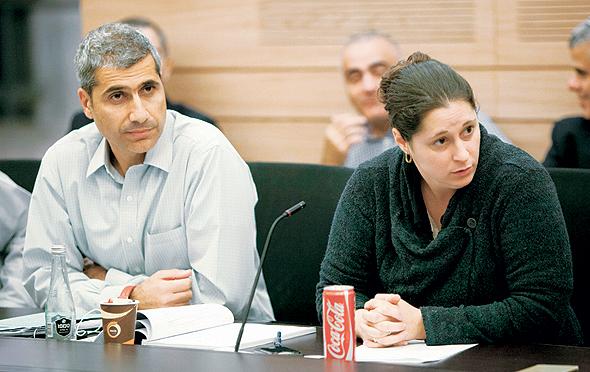 """יעל מבורך ואמיר לוי, ראש אגף התקציבים, נובמבר 2015. """"האזרחים מקבלים את מרבית הצמיחה ורק חלק קטן הולך לחוב"""""""