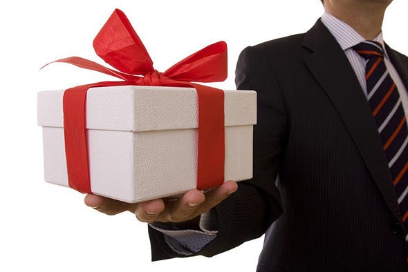 המגבלה על מתנות היא 50 אלף שקל