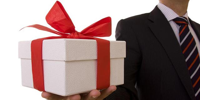 המגבלה על מתנות היא 50 אלף שקל, צילום: שאטרסטוק