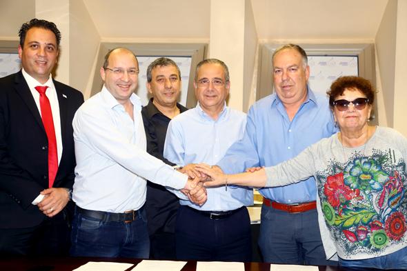 חתימה ההסכם לקיצור שעות העבודה השבועיות, צילום: אסף שילה / ישראל סאן