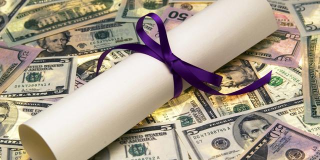 תואר סטודנטים לימודים אקדמיה כסף דולר דולרים, צילום: שאטרסטוק