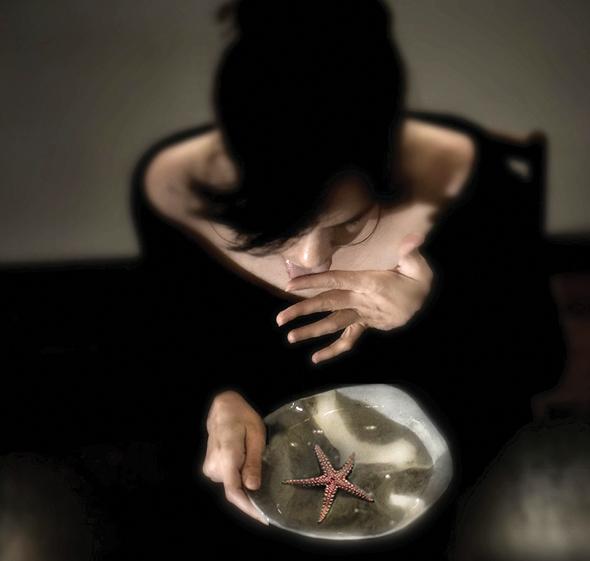 השחקנית נטע גרטי בתצלום של איריס נשר. חיבור עמוק