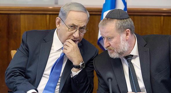 מימין אביחי מנדלבליט ו בנימין נתניהו ראש הממשלה, צילום: אוהד צויגנברג