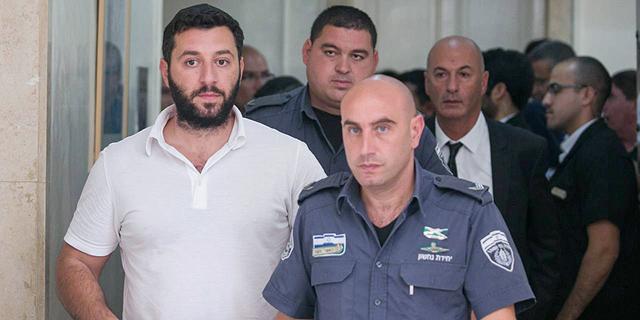 משמאל גרי שאלון בבית המשפט המחוזי בירושלים 2015, צילום: אוהד צויגנברג
