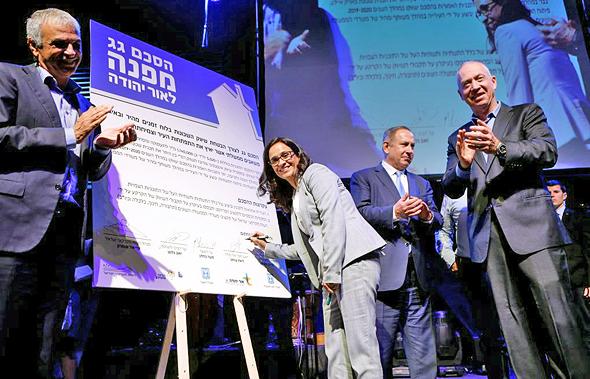מימין יואב גלנט בנימין נתניהו ליאת שוחט ו משה כחלון טקס חתימת הסכם גג אור יהודה, צילום: עמית שעל