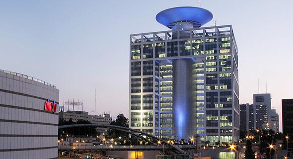 """בניין משרד הביטחון בקריה בת""""א, צילום: בר טל שלום"""