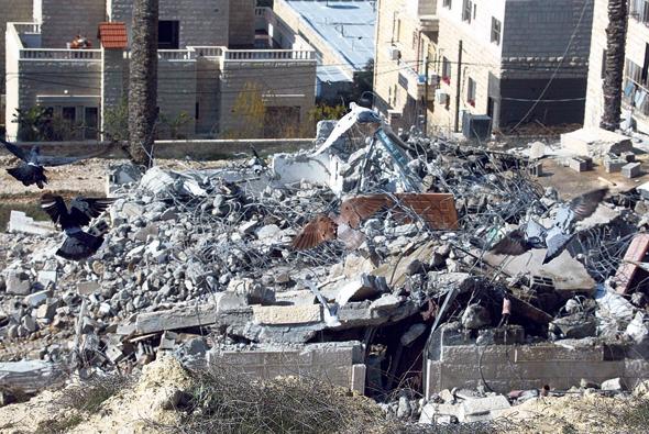 הריסת בנייה בלתי חוקית בשכונת בית חנינא