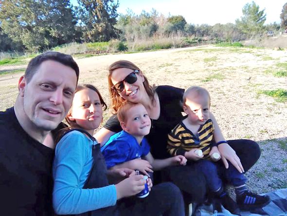 רע קורנבליט ומשפחתו
