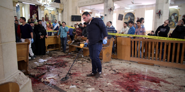 נוצרים על הכוונת: עשרות הרוגים ופצועים בפיגועים בשתי כנסיות במצרים