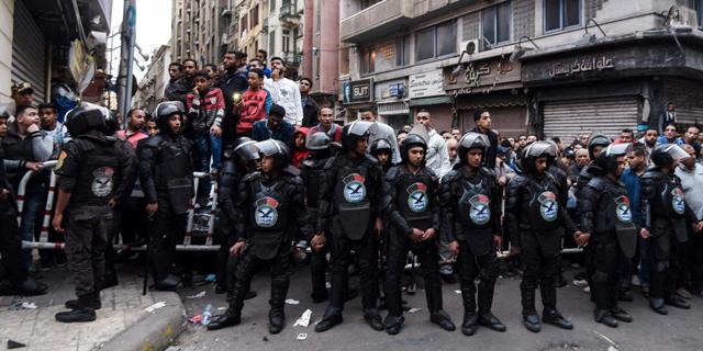 מצב החירום יפגע במשק המצרי אבל יוריד לחץ מהצבא