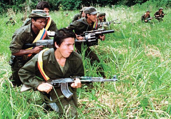 לוחמי ארגון הגרילה הקולומביאני FARC. המערכה הפומבית נגד שיחות השלום שניהל עמם השלטון הביאה למפלה של ספולוודה