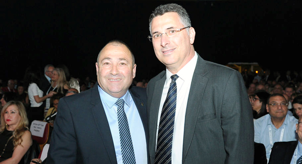מימין גדעון סער ו נשיא לשכת סוכני הביטוח אריה אברמוביץ', צילום: שלומי דעי