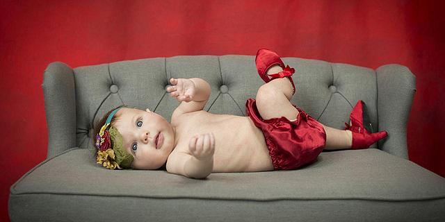 דודה נולדה: מדוע אמהות מלבישות תינוקות כאילו היו נשים מבוגרות?