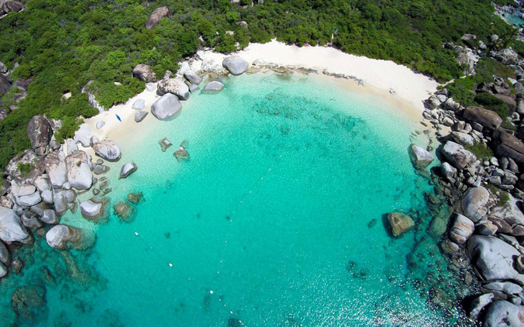 מפרץ השטן באיי הבתולה הבריטיים, צילום: גטי אימג