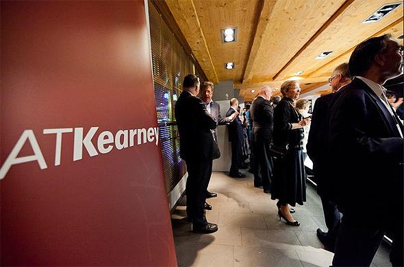 חברת הייעוץ A.T. Kearney . שכר חציוני כולל של 175,000 דולר