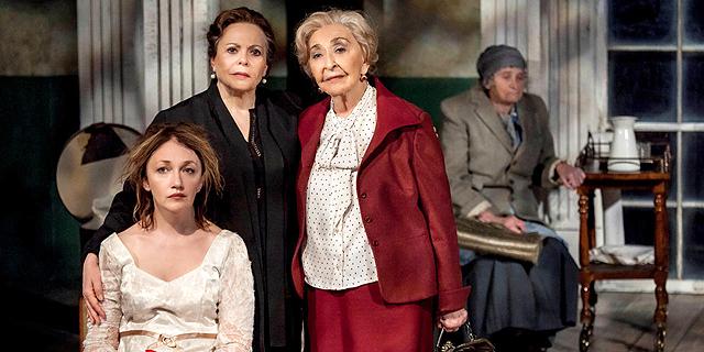 שלוש ענקיות - האחיות של צ'כוב, הגרסה הבוגרת