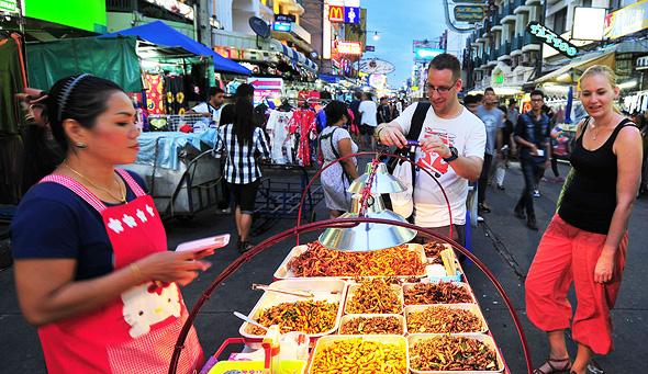 דוכן אוכל בבנגקוק. הפעילות של העיר נגד הדוכנים כבר החלה, צילום: שאטרסטוק