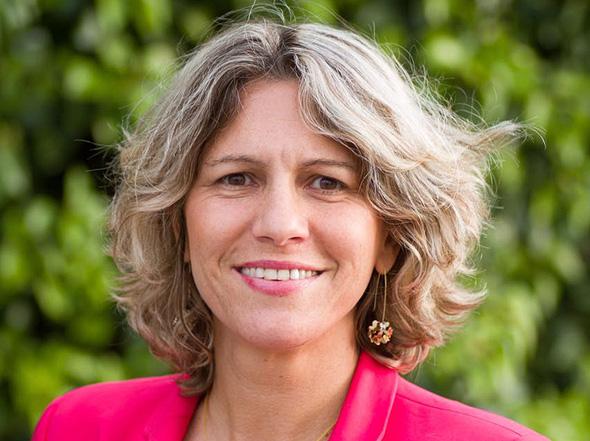 """ד""""ר אסנת לבציון קורח. האישה הראשונה שמונתה למנכ""""לית בית חולים ממשלתי"""