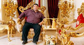 מוסף שבועי 20.4.17 המיליונרים הבדואים יעקוב אבו אלקיעאן בביתו ב חורה, צילום: עמית שעל