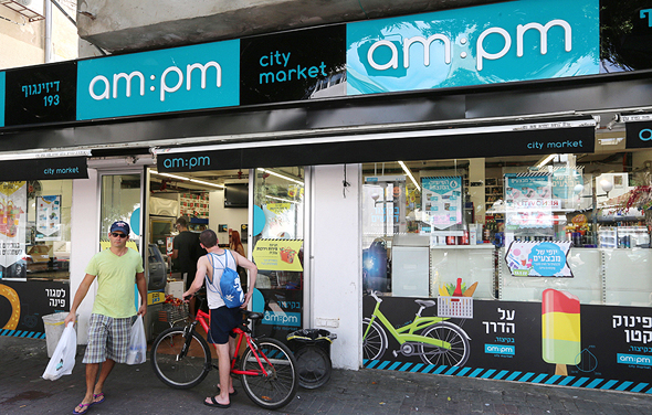 In Tel Aviv, 24-Hour Supermarkets Carry the Banner of LGBTQ Rights