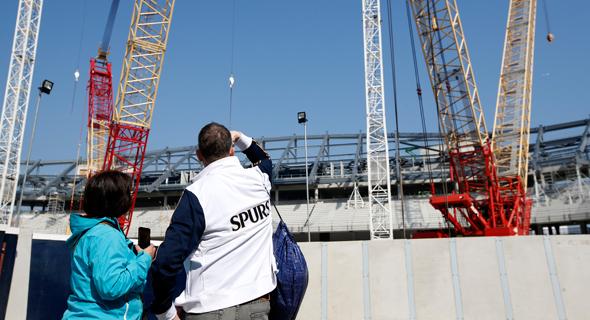האצטדיון בבנייה. אף שהוא נבנה על השטח של אצטדיון וויט הארט ליין הישן, המגרש החדש לא ייקרא באותו השם. הקבוצה מנהלת מגעים עם מספר חברות על זכויות השם.