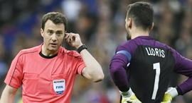 שופט כדורגל, צילום: איי אף פי