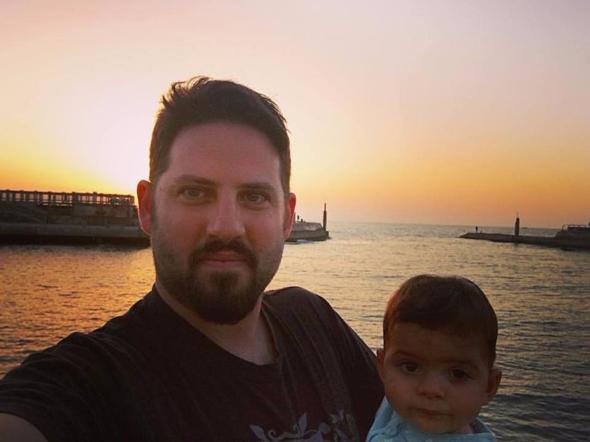"""אדם ומייסון, תמונה טיפוסית מחוף הים באמצ""""ש."""